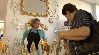 Feira em centro cultural atrai apreciadores de artesanato e gastronomia, em Goiânia - A feira no Centro Cultural Oscar Niemeyer ocorre todo domingo;