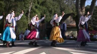 Poloneses fazem festa em homenagem à Padroeira do país - Nossa Senhora Czestochowa é considerada milagreira pelos poloneses.