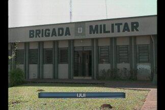 Policiais administrativos passam a atuar nas ruas de Ijuí, RS - Em torno de 15 policiais da brigada militar que faziam trabalho administrativo dentro do quartel estão auxiliando no policiamento das ruas da cidade.