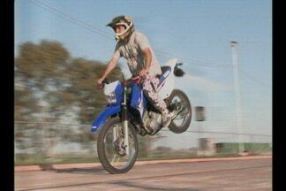 Cruz Alta, RS, recebe apaixonados por motos em evento no parque de exposições - Motoqueiros de diversas localidades do estado vieram a cidade para o 7º Hot Cruz Alta Moto Fest.