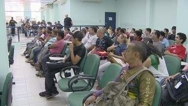 Estudo revela alta rotatividade de emprego em Manaus - Baixo tempo de permanência causa problemas para empregadores e governo.