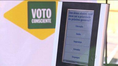 Participe da campanha Voto Consciente - Hoje à tarde, quem passou pelo Terminal do Portão, pode participar da votação
