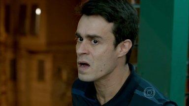 Fernando procura por Vicente no salão de Xana - Naná estranha o comportamento do rapaz