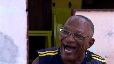 Grupo pratica 'risadaterapia' em São Paulo - Eles se reúnem uma vez por mês só para dar risada. E um mergulhador da Bahia não pode ir a enterros porque acha tudo engraçado.