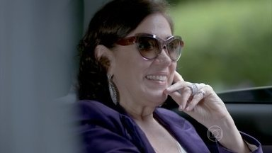Maria Marta declara guerra a Danielle - Ricaça descobre que esposa de José Pedro contratou uma nova empresa para cuidar da reforma do apartamento