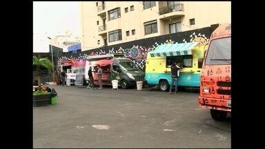 Gastronomia de rua cresce em São Paulo com legalização dos food trucks - Os food trucks são empresas de alimentação criadas em caminhões e vans. O mercado está aquecido e muitos empreendedores investem em restaurantes itinerantes.