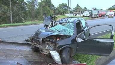 Mulher morre em acidente na BR-376 - O motorista que teria causado o acidente fugiu sem prestar socorro a outras três vítimas.