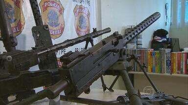 Campanha do Desarmamento recebe nove armas de uso restrito e com alto poder de fogo - De acordo com a Polícia Federal, metralhadoras, submetralhadora, rifles e fuzis pertenciam a colecionador.