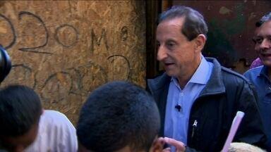 Paulo Skaf visita Parque Novo Mundo - O candidato do PMDB esteve em uma área de ocupação irregular e passou de casa em casa.