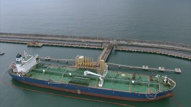 Refinaria Abreu e Lima começa a operar em fase de testes - Navio grego trouxe petróleo de poços da Petrobras no Rio de Janeiro.