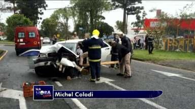 Duas pessoas ficam feridas em acidente - Batida foi no bairro Portão