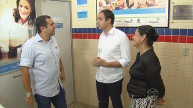 Candidato Paulo Câmara cumpre agenda no Recife - Câmara cumprimentou e conversou com estudantes, entre eles alguns que participaram de intercâmbio, promovido pelo governo estadual.