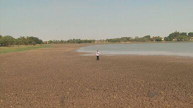 Tempo seco muda cartão-postal de Guaíra, SP - Nível de lago caiu drasticamente com falta de chuvas.