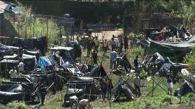Integrantes do MTST invadem terreno na região do Morumbi - Integrantes do Movimento dos Trabalhadores Sem Teto invadiram um terreno na região do Morumbi, na Zona Sul de São Paulo. Moradores do entorno reclamam.