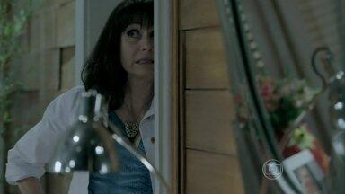 Magnólia acusa José de ter cometido assédio sexual - Severo e Robertão temem a reação do comendador. Isis pede perdão a José que expulsa a família de Isis de casa