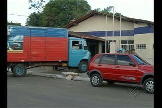 Em Ananindeua, um caminhão desgovernado foi parar na delegacia do bairro Jaderlândia - Em Ananindeua, um caminhão desgovernado foi parar na delegacia do bairro Jaderlândia