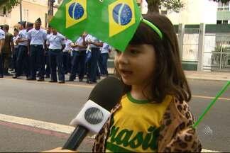 Criançada fala sobre as comemorações ao Sete de Setembro, em Salvador - Domingo de comemorações foi marcado pela presença de várias 'turminhas'; veja.