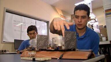 Alunos cearenses usam a criatividade para fabricar telhas geradoras de energia eólica - Veja como esse experimento funciona.