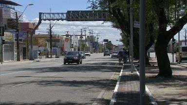 Mulher morre em acidente de moto na Avenida Bezerra de Menezes, em Fortaleza - Condutor da moto teve ferimentos leves.