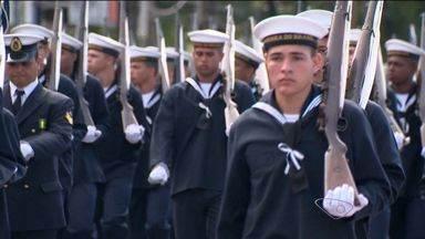 Desfile cívico da Independência do Brasil reúne população em Vitória - Programação teve início às 8h30, com grupamento Militar.Evento contou com apoio de 2.450 homens e mulheres.