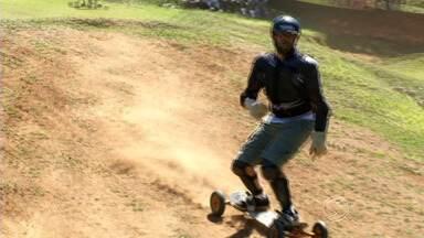 Visconde de Mauá, RJ, recebe tradicional campeonato de mountainboard - Esta é a 11ª vez que o circuito acontece na região das Agulhas Negras. Etapa reuniu grandes nomes do esporte, e um deles foi entrevistado no estúdio do RJTV.