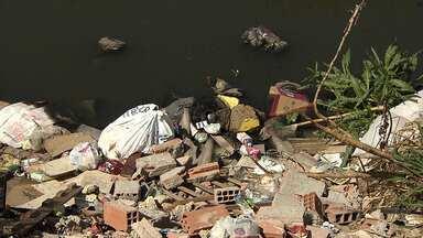 Lixo e entulho têm se tornado comuns em pontos de BH e Região Metropolitana - Muitas vezes, situação é provocada pelos próprios mardores.