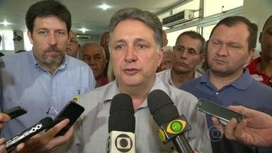 Anthony Garotinho se reúne com policiais e bombeiros inativos - Anthony Garotinho se encontrou com policiais e bombeiros inativos em um clube na Tijuca, na Zona Norte do Rio de Janeiro. Ele ouviu as reivindicações dos ex-servidores.