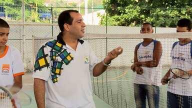 Meu professor é o cara: perspectiva educacional através do esporte - Gabriel é professor de educação física e dá aulas de badminton
