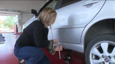 Trocar pneu pode ser rápido! - A coluna 15 minutos desafiou a repórter Luiza Vaz . Veja a reportagem.
