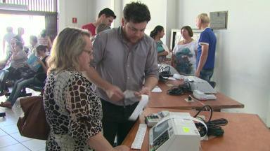 Mesários passam por último treinamento antes das eleições - Neste fim de semana, o Cartório Eleitoral de Cascavel está orientando os voluntários que vão cuidar das urnas e do processo eleitoral na região