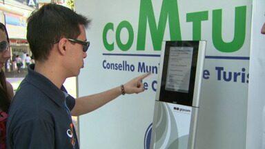 Hoje é o último dia urna eletrônica da RPCTV em Cascavel - A urna está no calçadão central da cidade