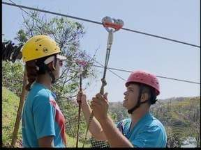 Funcionários da Cidade da Criança passam por treinamento - Mudanças são feitas na tirolesa após recomendação do MPE.