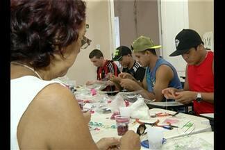 Trabalhadores do Ver-o-Peso participam de oficina de confecção de bijuterias - Curso é maneira de evitar o desperdício.