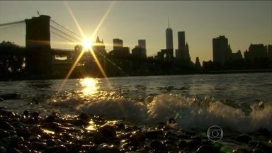 Americanos festejam as longas tardes de verão no Hemisfério Norte - Nesta época do ano, o sol brilha até às 20h30 em Nova York e os americanos aproveitam para festejar as longas tardes de verão no Hemisfério Norte.