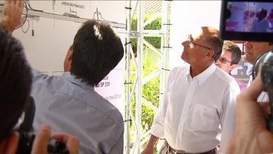 Geraldo Alckmin visita posto de cadastramento do sistema ponto a ponto - O candidato e atual governador de São Paulo geraldo Alckmin visitou um posto de cadastramento do sistema ponto-a-ponto.