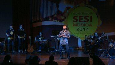 Industriários se dedicam à música em Campina Grande - Durante o dia eles são dedicados ao trabalho e à noite sobem ao palco e mostram a intimidade com a música.