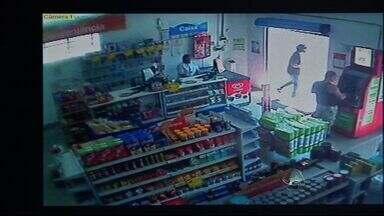 Polícia investiga participação de jovens em assaltos em MS - A Polícia investiga se dois jovens presos pelo rouba a um supermercado em Campo Grande, são responsáveis por outros crimes. No mesmo dia, uma farmácia e um posto de combustíveis, da mesma região, também foram roubados.