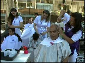 'Integração Cidade' atende mais de cinco mil moradores em Itaúna - População recebeu serviços de saúde e beleza na Praça Doutor Augusto Gonçalves