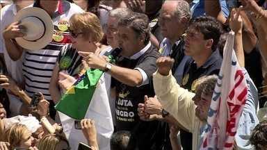O candidato do PSDB, Aécio Neves, faz campanha em Belo Horizonte. - Aécio Neves se encontrou com jovens eleitores e assumiu o compromisso de, se eleito, implantar políticas voltadas para a juventude e pela igualdade racial.