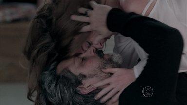 Zé Alfredo e Isis se amam - Comendador promete que João Lucas não vai mais incomodar a ruiva
