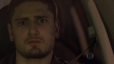 João Lucas se revolta com reconciliação entre Zé Alfredo e Isis - Maria Marta pede para Du descobrir o paradeiro do filho