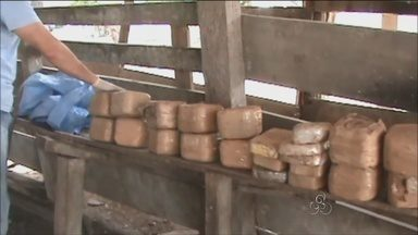 Polícia Federal apreende cinquenta quilos de cocaína em Ji-Paraná - Droga foi apreendida em um sítio, escondida em tonéis de leite, dentro um de carro.