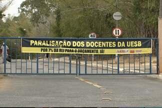Professores suspendem as atividades nas universidades estaduais da Bahia - Categoria protesta por mais investimento nas instituições; veja no Giro de Notícias.