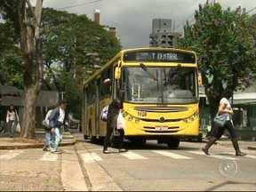 Começa nesta quinta-feira a semana nacional do trânsito - Começa nesta quinta-feira (18) a semana nacional do trânsito. Segundo o último levantamento da Organização Mundial da Saúde, o Brasil ocupa o quinto lugar no ranking de países com maior número de mortes em acidentes de trânsito. Aqui no estado de São Paulo, a cada ano crescem os casos de atropelamentos seguidos de morte. Só no ano passado, foram mais de mil e quinhentas vítimas.