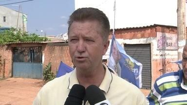 Luiz Pitiman promete criar polícia comunitária para atuar em áreas pobres do DF - Luiz Pitiman (PSDB) caminhou pelas ruas do condomínio Porto Rico, em Santa Maria. Ele prometeu melhorar a estrutura do local. Também falou que vai criar a polícia comunitária para atuar nas áreas pobres e fazer uma parceria com a policia de Goiás.