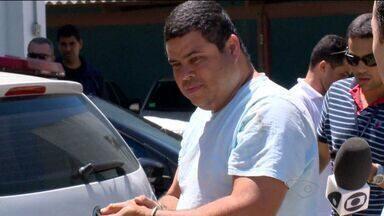 Suspeitos de integrar máfia dos táxis são presos no ES, diz polícia - Polícia diz que placas clonadas eram vendidas por até R$ 200 mil.Quinze pessoas são investigadas por crimes de corrupção ativa e passiva.