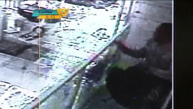 Câmeras de segurança flagram assalto em joalheria de Apucarana - Ladrões ameaçaram a proprietária.