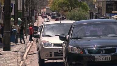 Castro tem maior aumento no número de carros no que de moradores - Medidas educativas estão sendo aplicadas para melhorar o trânsito na cidade.