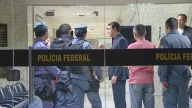 Policiais são detidos ao tentarem apreender material de campanha sem autorização do TRE-AM - Caso aconteceu em Manaus.