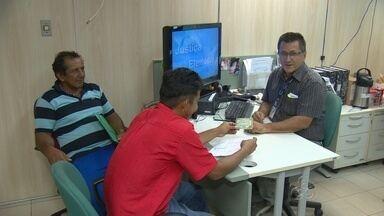 Prazo para emitir 2ª via de título de eleitor encerra nesta quinta-feira (25), em Manaus - Pagamento de multas também deve ser feito neste prazo. Pessoas devem procurar Central de Atendimento ao Eleitor.